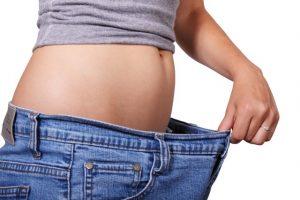Abnehmen - Frau mit dünnem Bauch