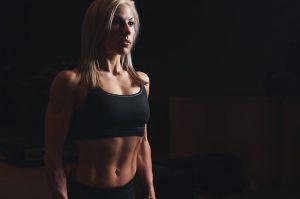 Bauchfett reduzieren - Sportlerin