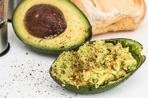 Vegan abnehmen – geschnittene Avocado