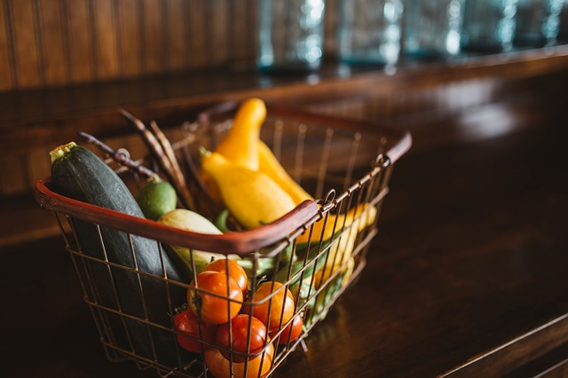 Eiweiß Diät - Korb mit Gemüse