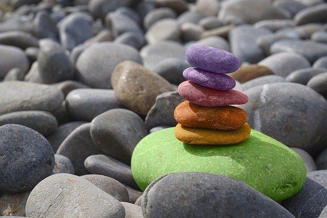 Durch Meditation abnehmen - Steine